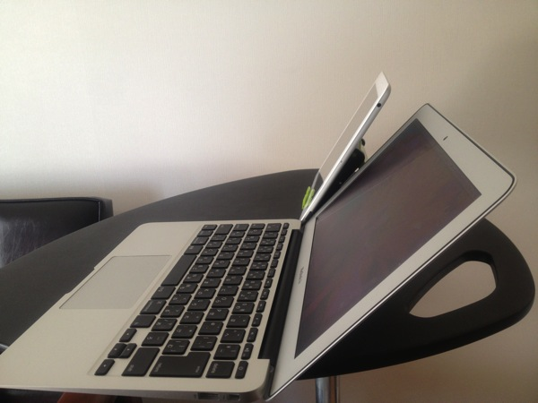 MacBook Airの最大角度と比較